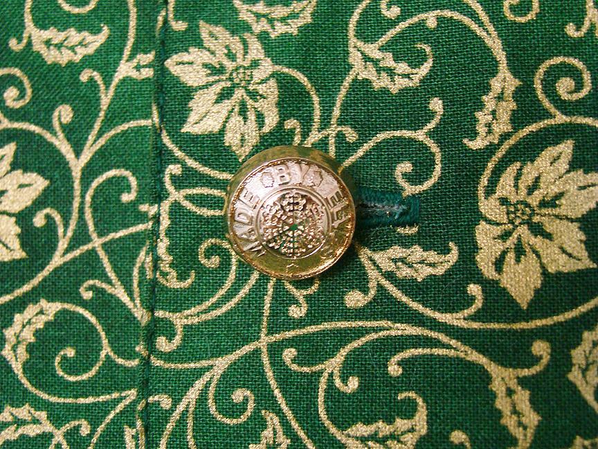 Genes vest MBE button close Up