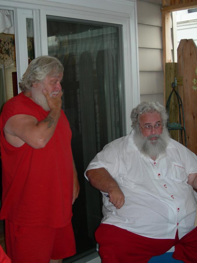 Santa John, Santa Dennis