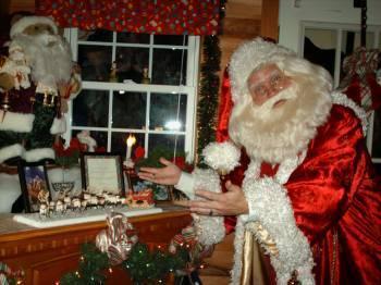 2011 Fireplace. Santa remembering Spirits of Kringleville Past.