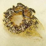 Miracle on 34th Street Wreath Replica Ring - Gold