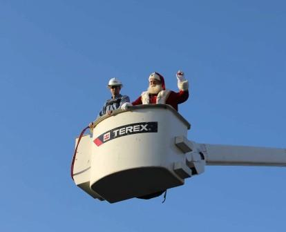 Santa arriving in bucket truck-web.jpg